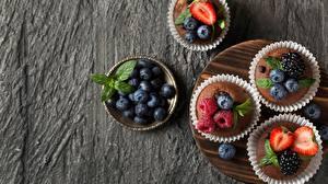 Fotos & Bilder Cupcake Heidelbeeren Erdbeeren Himbeeren Brombeeren Beere Lebensmittel