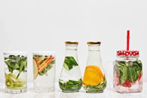 Fotos Getränk Gemüse Obst Weißer hintergrund Trinkglas Weckglas Flaschen das Essen