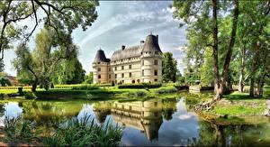 Bureaubladachtergronden Frankrijk Burcht Vijver Een boom Chateau de l'Islette een stad