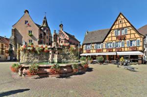 Desktop hintergrundbilder Frankreich Haus Springbrunnen Skulpturen Straße Eguisheim Städte