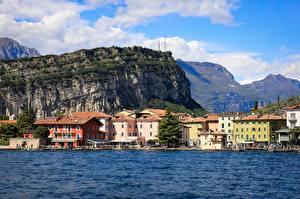 Pictures Italy Lake Mountains Houses Lake Garda Cities