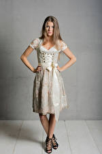 Fotos Pose Uniform Dienstmädchen Starren Kleid Janna junge Frauen
