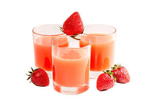 Hintergrundbilder Fruchtsaft Erdbeeren Weißer hintergrund Drei 3 Trinkglas