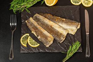 Bakgrunnsbilder Kniven Fisk - Mat Sitroner Grå bakgrunn Gaffel Stekte