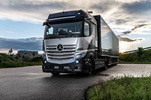 Bureaubladachtergronden Mercedes-Benz Vrachtauto Zilveren kleur GenH2 Truck, 2021 Auto