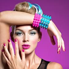Bilder Model Schminke Hand Starren