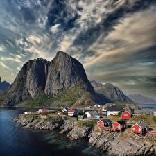 Bakgrunnsbilder Norge Lofoten Fjell Bygninger Skyer  Natur