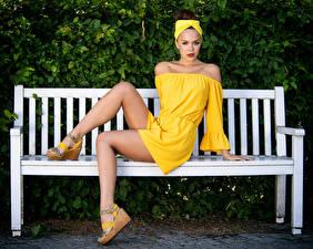 Hintergrundbilder Bank (Möbel) Sitzend Kleid Bein Starren Olga Maria Veide junge Frauen