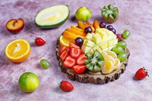 Desktop hintergrundbilder Orange Frucht Erdbeeren Mango Mandarine Weintraube Kiwi Obst Lebensmittel