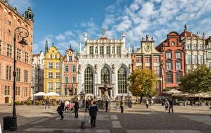 Fotos Polen Danzig Haus Menschen Springbrunnen Platz Straßenlaterne Städte