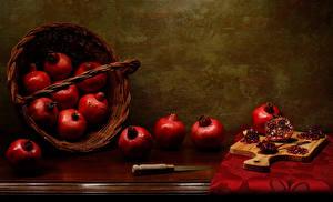 Fotos Granatapfel Messer Stillleben Weidenkorb Schneidebrett Getreide