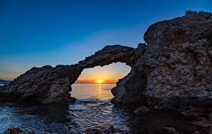 Bureaubladachtergronden Spanje Zonsopgangen en zonsondergangen De zee klif landform Boog bouwkunde Girona