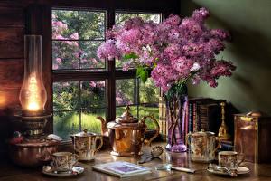 Hintergrundbilder Stillleben Syringa Petroleumlampe Pfeifkessel Vase Bücher Tasse Lebensmittel Blumen