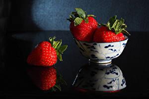 Wallpaper Strawberry Closeup Reflection Three 3 Bowl Food