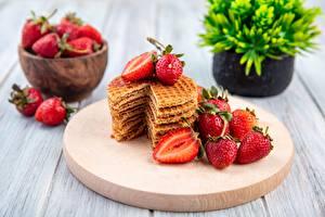 Fotos Erdbeeren Waffeln Beere Lebensmittel