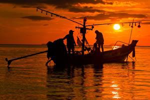 Photo Sunrises and sunsets Sea Boats Men Asian Fishing Sun Silhouette Working