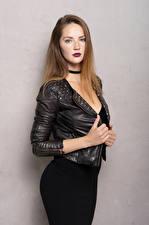 Fotos Pose Jacke Kleid Hand Starren Sylvana junge Frauen