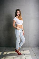 Hintergrundbilder Posiert Jeans Unterhemd Starren Sylvana Mädchens