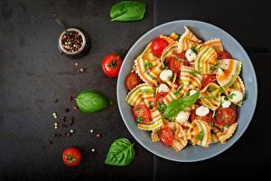 Fotos & Bilder Tomate Schwarzer Pfeffer Makkaroni Basilikum Lebensmittel