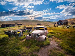 Bakgrundsbilder på skrivbordet USA Parker Byggnad Kalifornien Molnen Gräset Bodie State Historic Park