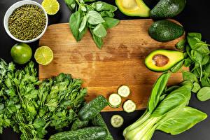 Fotos Gemüse Avocado Gurke Limette Grüne Erbsen Schneidebrett das Essen