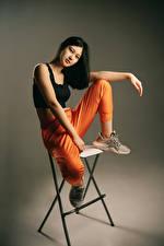 Bilder Stuhl Posiert Sitzend Blick Yaroslav Kotov junge Frauen