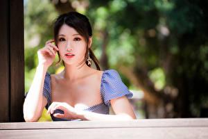 Fotos Asiatische Hand Starren Unscharfer Hintergrund Mädchens