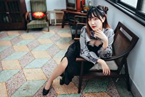 Sfondi desktop Asiatici Sedute Poltrona Colpo d'occhio giovani donne