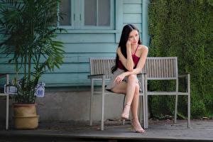Hintergrundbilder Asiatische Sitzend Bein Bank (Möbel) Mädchens