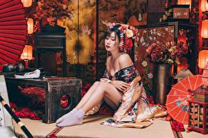 Hintergrundbilder Asiatische Sitzt Bein Kimono Mädchens