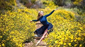 Images Blonde girl Pose Dancing Ballet Bokeh Trail Girls