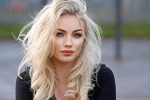 Bilder Unscharfer Hintergrund Blondine Starren Schminke Haar Mädchens