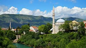 Hintergrundbilder Bosnien und Herzegowina Moschee Flusse Türme Mostar, Neretva River