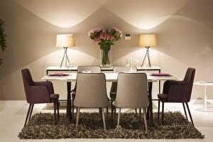 Fotos Sträuße Tisch Stühle Lampe Weinglas Teppich