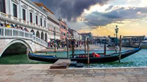 Wallpapers Bridge Sunrises and sunsets Boats Italy Street lights Venice Rialto Bridge Cities