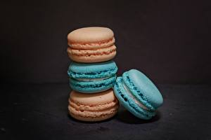 Fotos & Bilder Kekse Grauer Hintergrund Macaron Lebensmittel