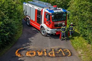 Fotos & Bilder Feuerwehrfahrzeug Mann Coronavirus Uniform Wort Englisch Mädchens