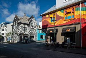 Bureaubladachtergronden IJsland Gebouwen Graffiti Straat Straatverlichting Reykjavik een stad