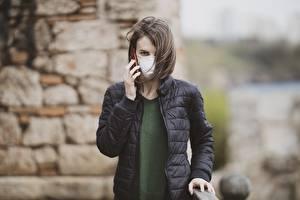Fotos & Bilder Maske Coronavirus Bokeh Brünette Jacke Blick Hand Mädchens