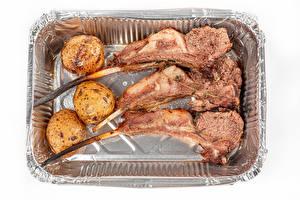Bilder Fleischwaren Kartoffel Weißer hintergrund das Essen