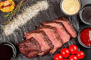 Sfondi desktop Prodotti a base di carne Pomodori Pezzo Il sale Ketchup Cibo