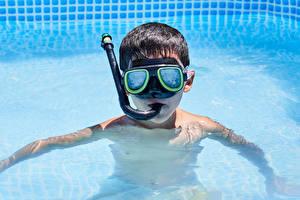 Bakgrunnsbilder Svømmebasseng Gutter Briller