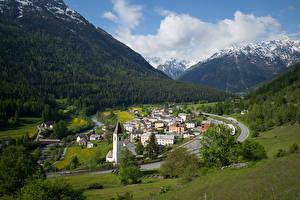 Bureaubladachtergronden Zwitserland Bergen Gebouw Alpen Een dal Wolken Lavin Natuur