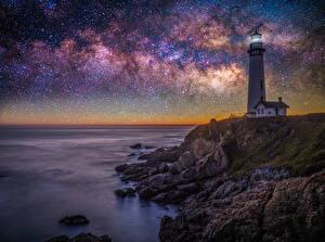 Tapety na pulpit Stany zjednoczone Latarnia morska Gwiazdy Wybrzeże Noc Kalifornia Pigeon Point lighthouse Natura
