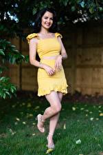 Wallpaper Victoria Bell Brunette girl Posing Pose Legs Glance Girls