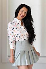 Bakgrundsbilder på skrivbordet Victoria Bell Brunett tjej Poserar Pose Kjol Blus En tunga Blick Unga_kvinnor