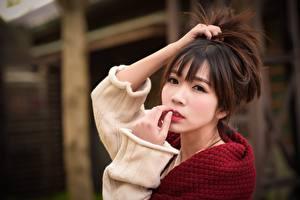 Fotos Asiatische Braune Haare Hand Blick Unscharfer Hintergrund