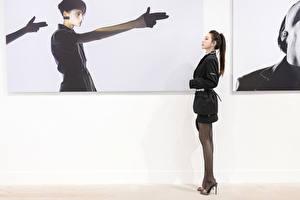 Bakgrundsbilder på skrivbordet Asiater Gester Sidovy Ben Strumpbyxor ung kvinna