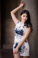 Fonds d'écran Asiatiques La pose Les robes Voir Filles