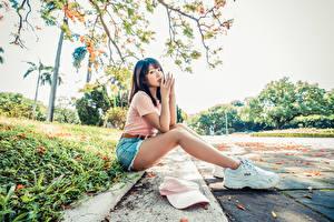 壁紙,亚洲人,坐,腿,球鞋,手,凝视,女孩,